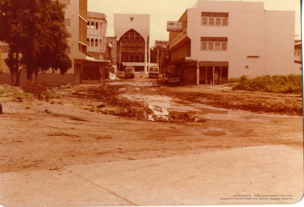 107-กำลังก่อสร้าง ถนนร่วมพัฒนา ตรงข้ามธนาคารกสิกรไทย