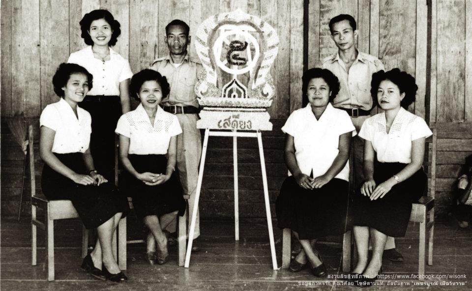 123-พวงมาลา 23 ตค โรงเรียนบ้านเสดียง